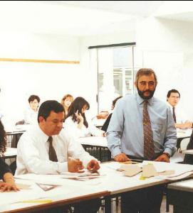 Jaime Guerrero impartiendo clases en Escuela Guerrero 1980